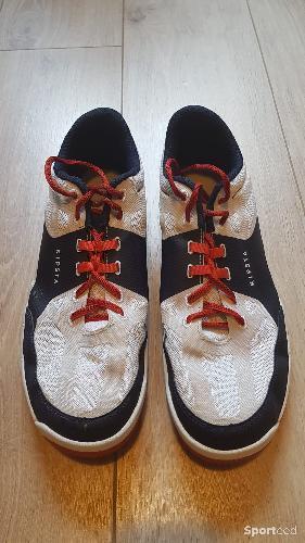 Chaussures de volley Kipsta T48 très bon état